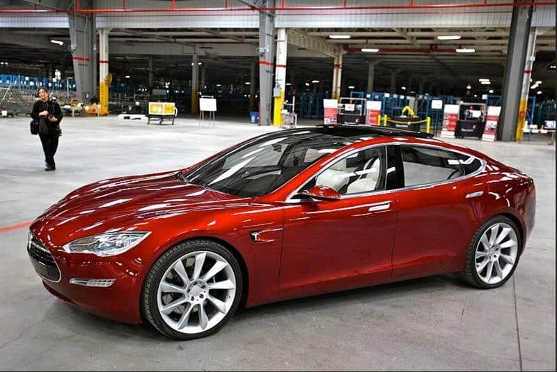 Tesla Model III goes 320km per charge and costs $35,000